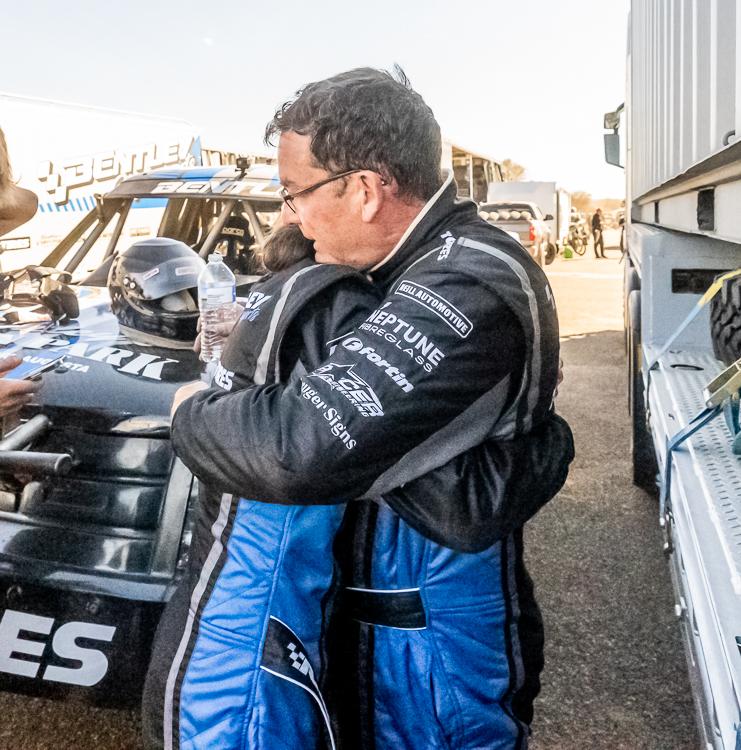 Hayden-Benltey-Hugging-Hannah-Finke-Desert-Race-2021-Prologue