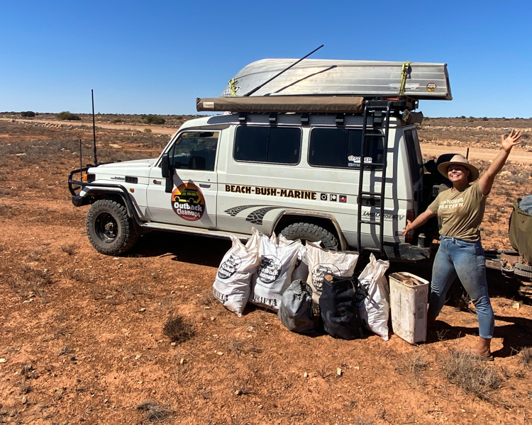 7-Outback-Rubbish-Bags-LandCruiser-Troopy-Boat-On-Roof-OCA-Kim