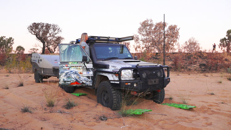 Penny-Wells-TODU-LandCruiser-Towing-Bogged-Soft-Sand